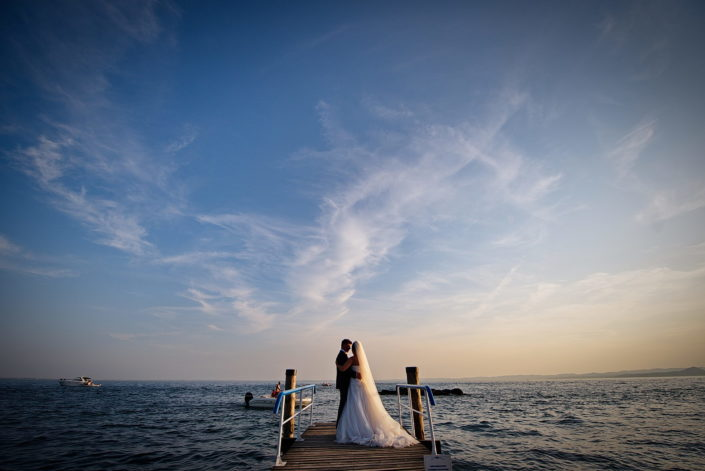 Matrimonio Verona Garda. Anna e Simone si Sposano a Verona e le Fotografie del Matrimonio le realizzano sul Lago di Garda a Punta S. Vigilio